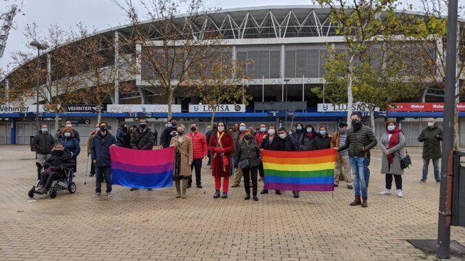 Fotografía de la concentración convocada por Gaytafe LGTBI+ el sábado, 19 de diciembre, frente al Estadio Alfonso Pérez