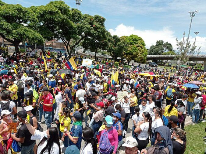 Manifestación multitudinaria en Cali contra la reforma tributaria en Colombia